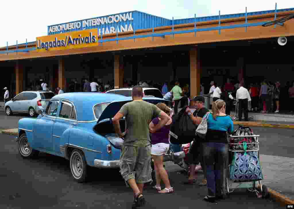 """Del total de cubanos que ha viajado desde el 14 de enero de 2013, """"el 64% (118.277) viajó a un país diferente a Estados Unidos. Fueron a Panamá, fueron a México, fueron a España, a Ecuador y otros países del área""""."""