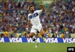 El centrocampista de Italia Andrea Pirlo celebra el gol que ha marcado ante la selección de México en el estadio de Maracaná, en Río de Janeiro.