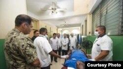 Personal de buque hospital estadounidense visita misión médica cubana en Haití