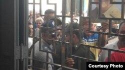 Acto de repudio en la casa del pastor Yiorvis Bravo Denis en Camagüey.