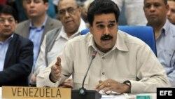 """El diario La Nación califica al vicepresidente Nicolás Maduro de """"soldado obediente"""" de Hugo Chávez."""