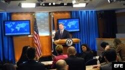 Secretario de Estado habla en español para Cuba