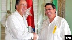 ARCHIVO. El Ministro de Relaciones Exteriores de la República de Cuba, Bruno Rodríguez Parrilla (d) y su homologo mexicano José Antonio Meade.