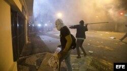Manifestantes invaden la sede del gobierno en Sao Paulo durante las protestas del lunes por la subida de las tarifa de guagua.
