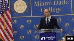 El asesor adjunto de seguridad nacional de la Casa Blanca, Ben Rhodes, durante su alocución en el Miami Dade College.