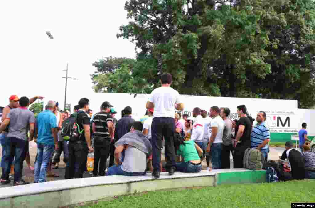 Cubanos en Tapachula. (Cortesía Agencia Quadratín)