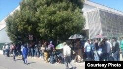 Cubanos se reúnen frente a la embajada de EEUU en Ecuador