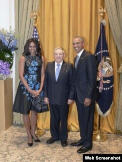 Raúl Castro, junto al presidente Barack Obama y la primera dama, Michelle Obama.