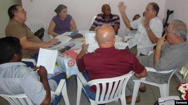 Opositores reunidos en La Habana