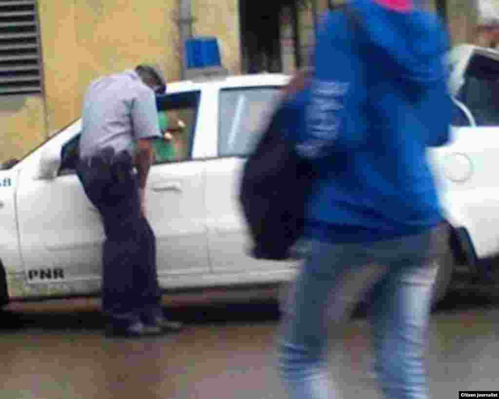 Reporta Cuba Asedio y detención a cuentapropistas Fotos Roberto Fuentes Arias