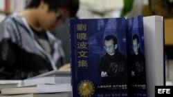 Libro del disidente chino Liu Xiaobo. Foto de archivo