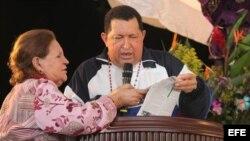 El presidente venezolano Hugo Chávez (d) durante una misa en la ciudad de Barinas (Venezuela), el miércoles pasado. EFE/Francisco Batista PALACIO DE MIRAFLORES