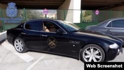 Auto usado por los arrestados con el falso logotipo del Vaticano / Foto: Policía Nacional