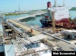 Refinería de petróleo, Cienfuegos. Las entregas de crudo venezolano a refinerías cubanas en el primer semestre de 2017 se redujeron a unos 42.000 bpd