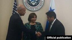 El encuentro bilateral tuvo lugar en el Departamento de Seguridad Interna de los Estados Unidos.