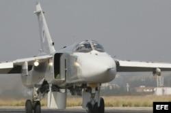 Un bombardero Su-24, igual que éste, fue derribado hoy en la frontera con Siria.