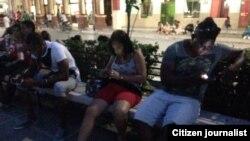 Reporta Cuba. Conectados al Wi-Fi desde Guantánamo. Foto: Leinier Cruz.