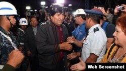 """Medios dijeron que Evo Morales luce """"más delgado"""" pero sonriente tras su regreso a Bolivia."""