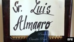 """El premio Oswaldo Payá """"Libertad y vida"""" otorgado al secretario general de la OEA, Luis Almagro, fue colocado simbólicamente en una silla vacía."""