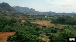 Vista general del Valle de Viñales en el oeste de Cuba.
