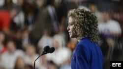La directora del Comité Nacional Demócrata, Debbie Wasserman Schultz, habla a los delegados el 6 de septiembre de 2012, en la clausura de la convención del partido Demócrata en Charlotte (EEUU).