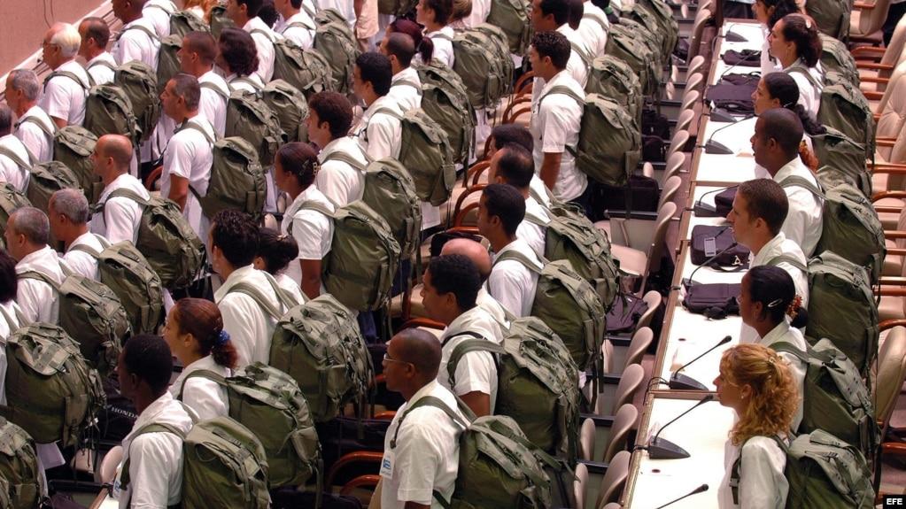 Médicos cubanos listos para ir a misión. Foto Archivo.