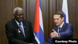 El Presidente de la Duma en Rusia, Sergei Narishkin (d) recibe al presidente de la Asamblea Nacional del Poder Popular de Cuba, Esteban Lazo Hernández (i).
