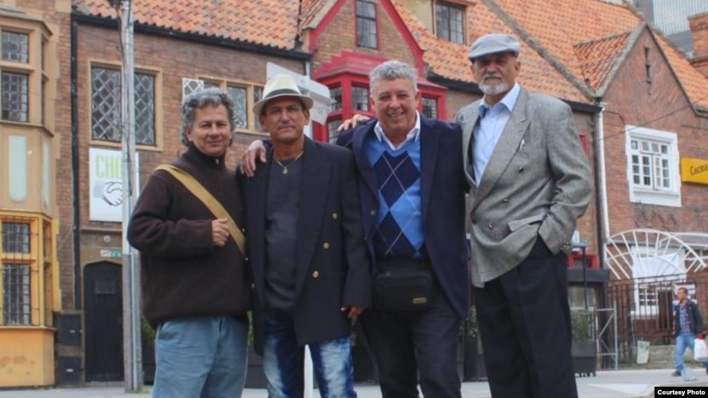 De izq. a der. los escritores Rafael Vilches, Luis Pérez de Castro, Armando de Armas y Faisel Iglesias,
