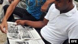 Jóvenes cubanos critican la prensa oficial