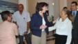 Roberta Jacobson saluda a Marta Beatriz Roque Cabello.