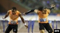 (i-e) Orlando Ortega y Pascal Martinot-Lagarde en los 110 metros con vallas en el Memorial Van Damme IAAF Diamond League en 2014.
