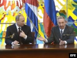 Raúl Castro y Vladimir Putin en La Habana, Cuba.