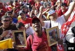 Cientos de seguidores del fallecido presidente de Venezuela, Hugo Chávez.