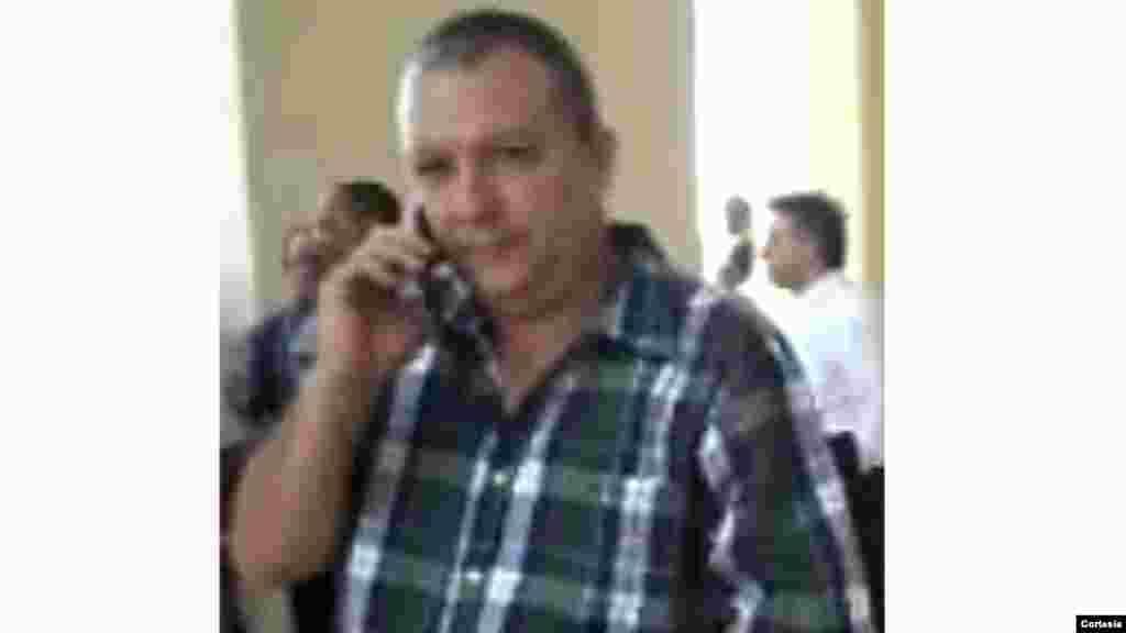 ¿Sabe usted el verdadero nombre de este oficial del MININT que se hace llamar Alejandro? ¿Conoce su dirección y teléfono? Si lo sabe envíe un SMS al 447781481769 Foto: Cortesía de UNPACU