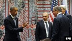El presidente ruso, Vladímir Putin (3-d), su homólogo estadounidense, Barack Obama; el ministro de Asuntos Exteriores ruso, Sergéi Lavrov (2-d), y el secretario de Estado estadounidense, John Kerry, conversan tras las negociaciones entre Rusia y EEUU cel