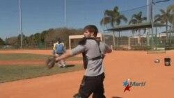 Entrenador cubano llega a Miami y lanza prospecto hacia el béisbol profesional