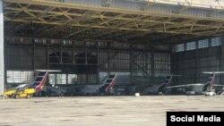Flota de AN-158 de Cubana dentro del hangar de mantenimiento. (De izq a derecha, 1710, 1712, 1711, 1714) (Aviación en Cuba)