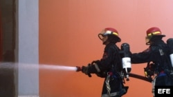 Foto de archivo de bomberos cubanos.