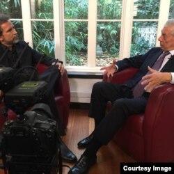 Gustavo Tovar Arroyo entrevista al premio Nobel de Literatura Mario Vargas Llosa (Redes Sociales).