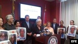 El exilio cubano expresó hoy su solidaridad con más de 25 disidentes que están en ayuno en Cuba en demanda de la excarcelación del opositor Jorge Vázquez Chaviano que, de acuerdo con ellos, se le debió excarcelar el pasado 9 de septiembre tras cumplir con