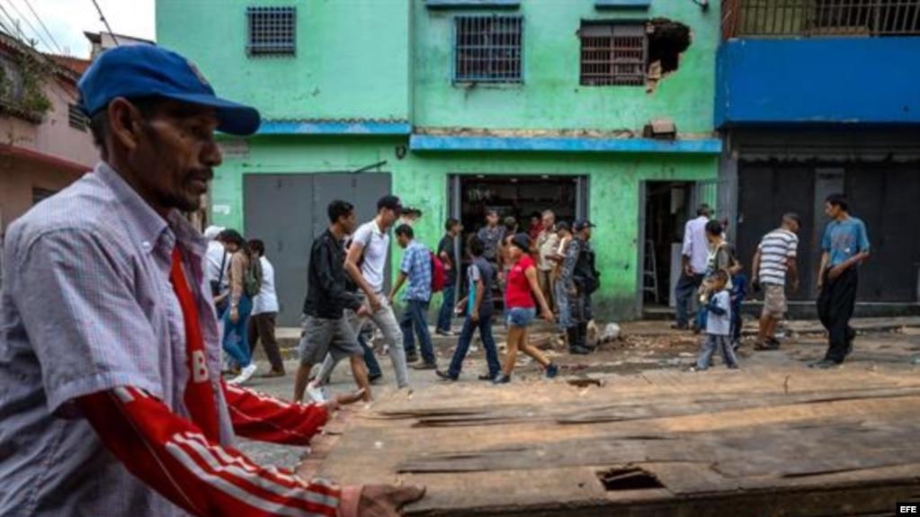 Venezolanos reclaman en las calles pernil navideño prometido por Maduro
