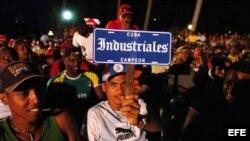 Un aficionado muestra su apoyo al equipo Industriales. Foto de archivo.