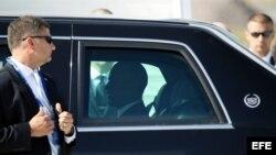 El presidente de Estados Unidos, Barack Obama, a su llegada en coche oficial a la cumbre del G20 que se celebra en San Petersburgo (Rusia).