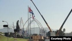 Labores de construcción en la Plaza de la Revolución para la visita del Papa