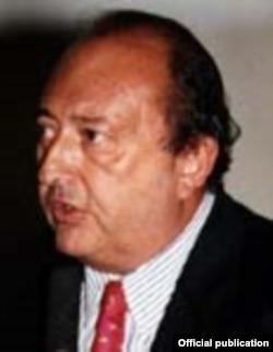 El abogado peruano Francisco Javier Pardo Mesones fue electo al Congreso de la República en 1995.