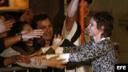 Carolina Tohá, exportavoz de la presidenta Michelle Bachelet, del socialdemócrata Partido por la Democracia (PPD), celebra con sus seguidores la obtención de la alcaldía de Santiago centro en las elecciones municipales del domingo 28 de octubre de 2012.