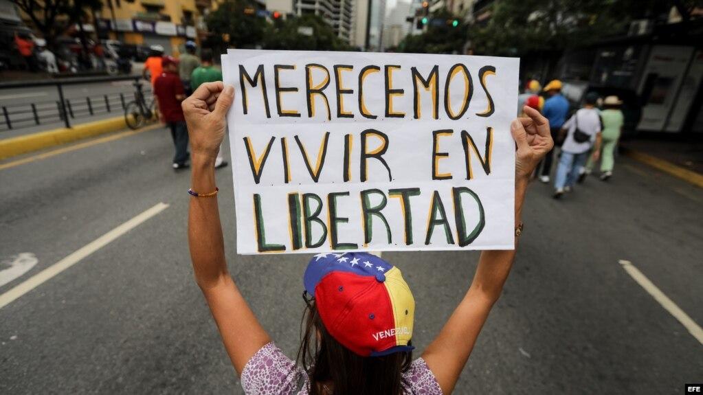 Cientos de personas participaron este sábado en una manifestación religiosa por la paz en Caracas, Venezuela. (Archivo)