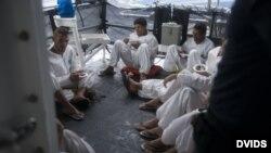 Cubanos a bordo del escampavías Moore