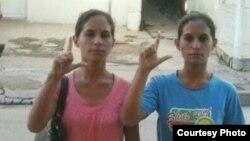 Las hermanas Anairis y Adairis Miranda Leyva, condenadas a un año de prisión junto a su hermano Fidel Batista Leyva.