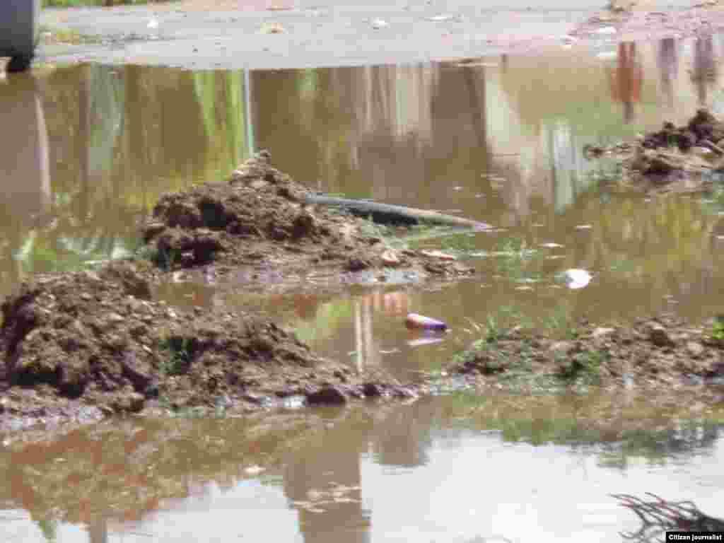Guanabo las aguas pasan como si fuera una parte del mar y así se mantienen por más de 48 horas hasta que logran correr por las alcantarillas.
